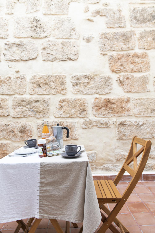 Desayuno en terraza de Ca'n tosca